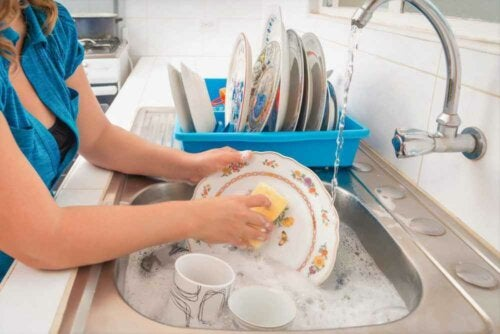 8 Keys to Washing Dishes by Hand