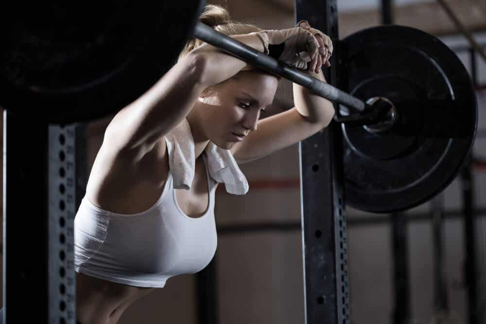 woman training but also having a quick rest weight training