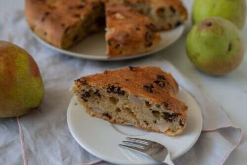 A Step-by-Step Recipe for Pear Sponge Cake