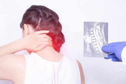 شخص مصاب بالتصلب الجانبي الضموري.
