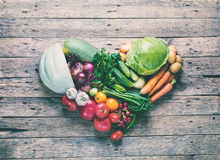 Grøntsager, der danner et hjerte