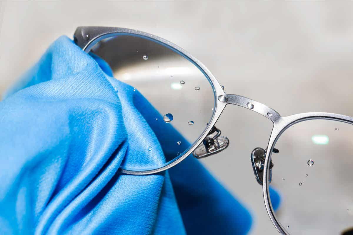 A microfiber cloth being used to clean glasses.