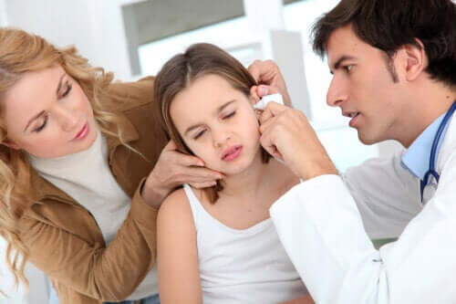 How to Remove Ear Mucus Accumulation