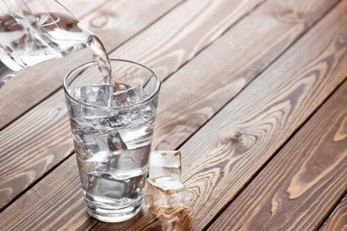 Et glass isvann.