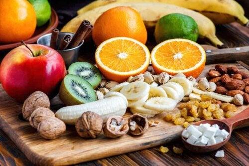 Frugter og nødder