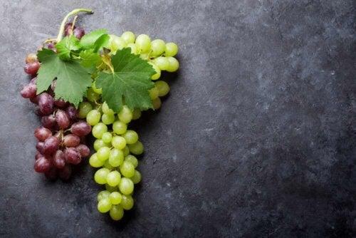 Dwa rodzaje winogron.
