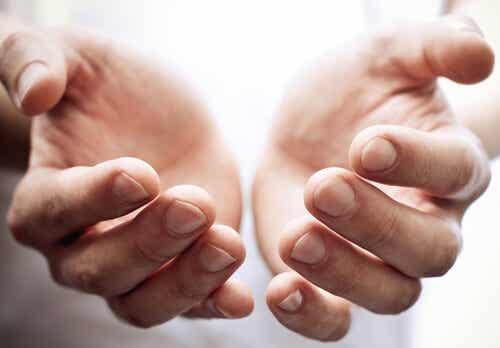 juckende Handflächen - Kontaktdermatitis.