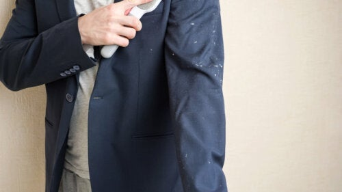 How to Wash a Men's Suit at Home